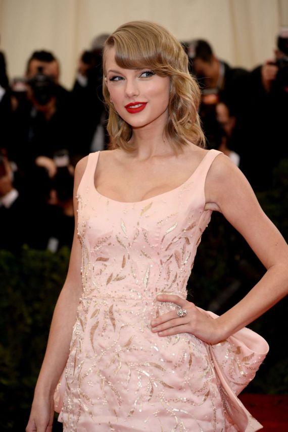 Taylor Swift Attends Beyond Fashion Gala
