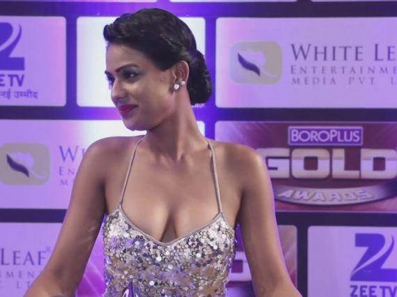 Nia Sharma Of Jamai Raja Wears Shahid Amir's Outfit