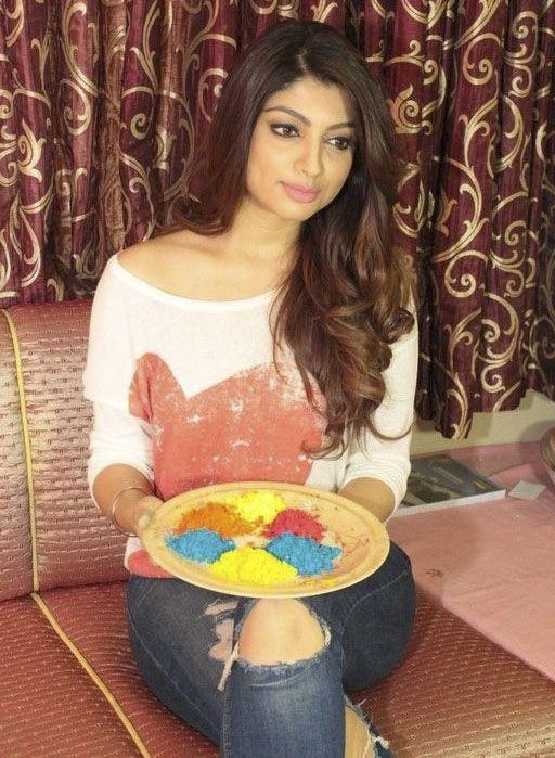 Akanksha Puri Celebrates Holi In Her Drawing Room